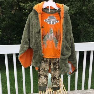 NWT Free Style-boys 3 pieces Dino green sleepwear